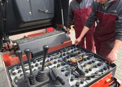 manutenzione batteria carrelli elevatori